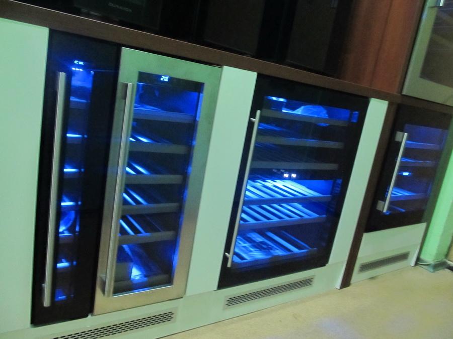 встраиваемые холодильники для вина