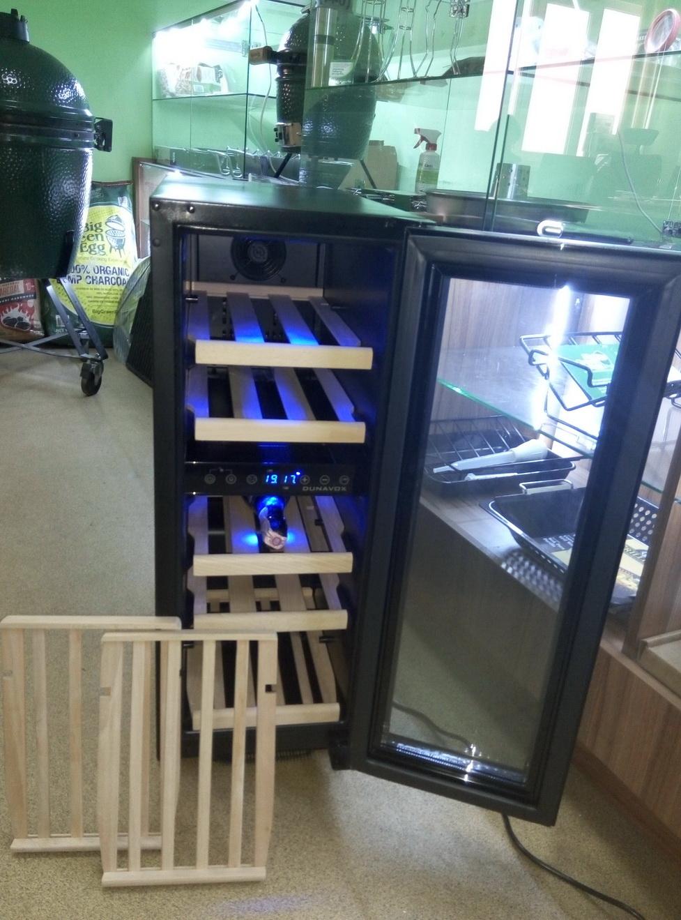 Винный шкаф Dunavox